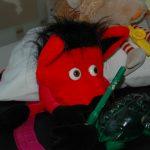 Luzo spielt mit der Froschtrommel